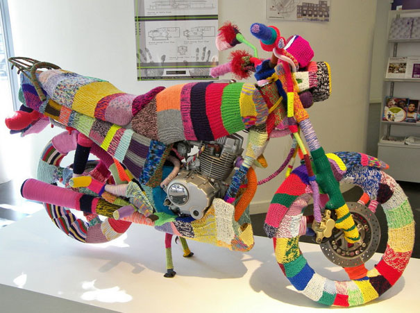 yarn bombing knitting world 1