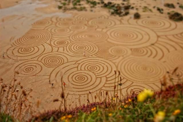 Sand Drawings  Tony Plant 3