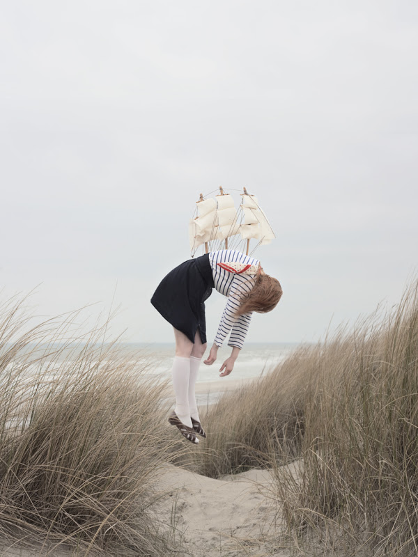 women suspended Maia Flore 2