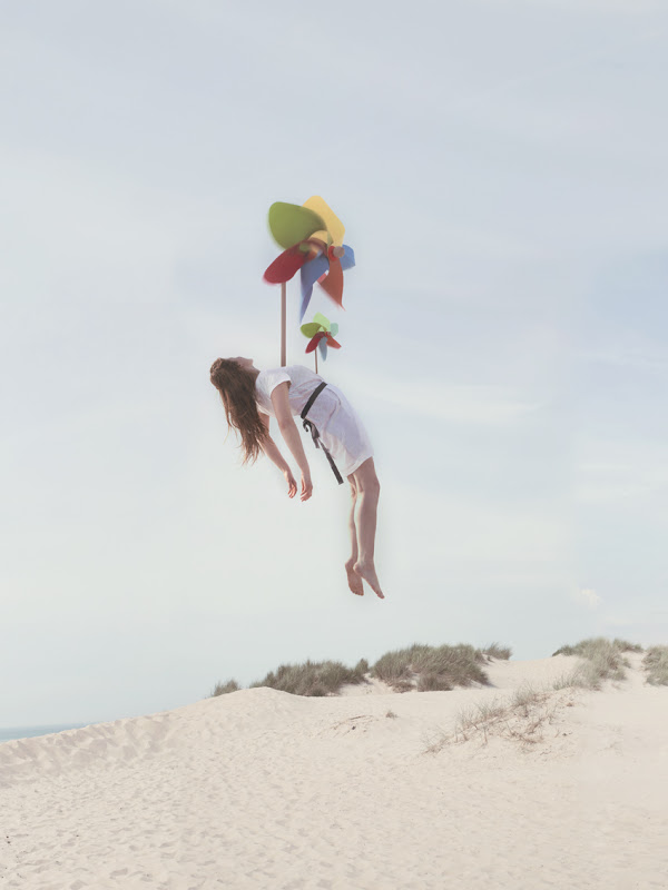 women suspended Maia Flore 5