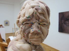 Disturbing nylon sculptures rosa verloop 2