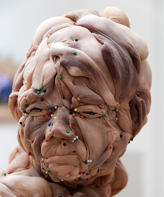 Disturbing nylon sculptures rosa verloop 3