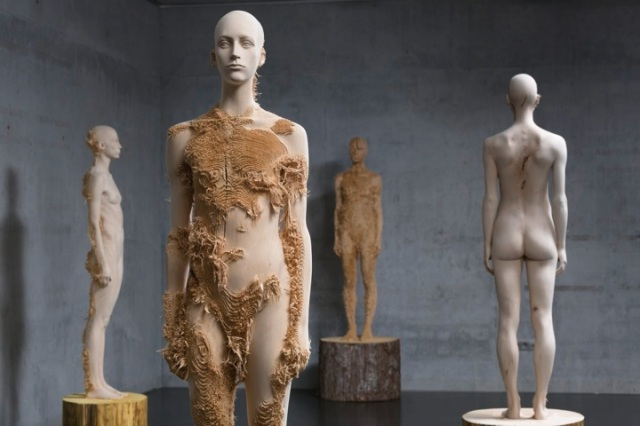 the tainted sculptures Aron Demetz 3