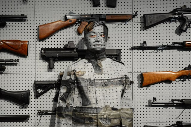 invisible man Liu Bolin 2.2