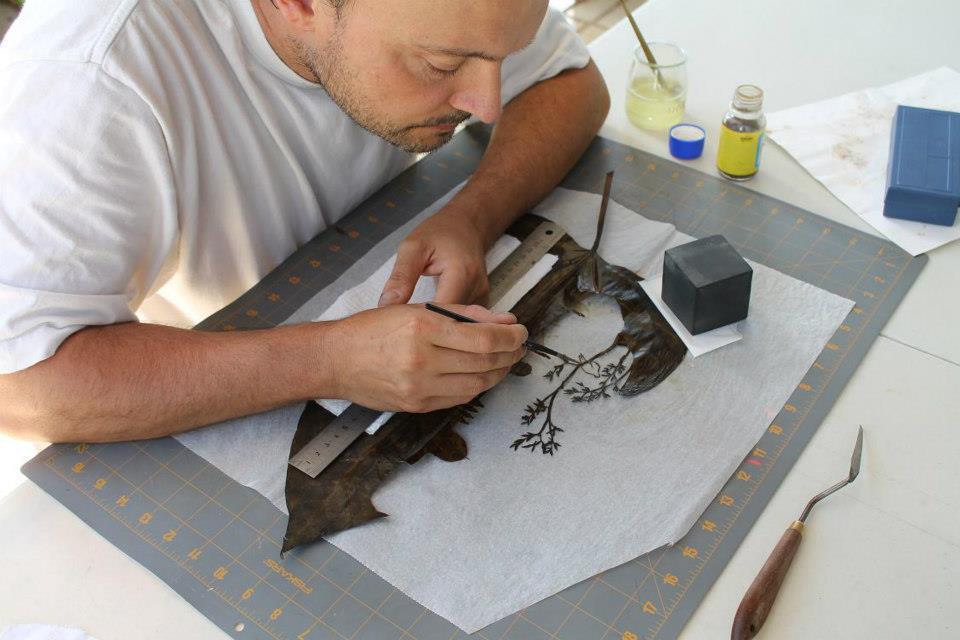 Lorenzo Manuel Durán at work cutting a leaf.