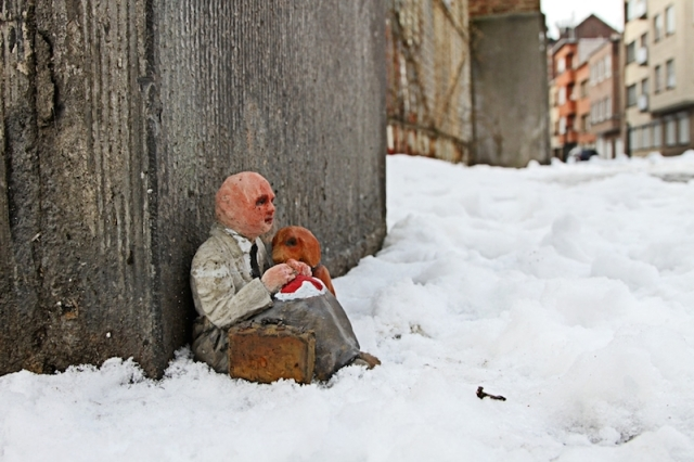 Fascinating Miniature World Isaac Cordal 12