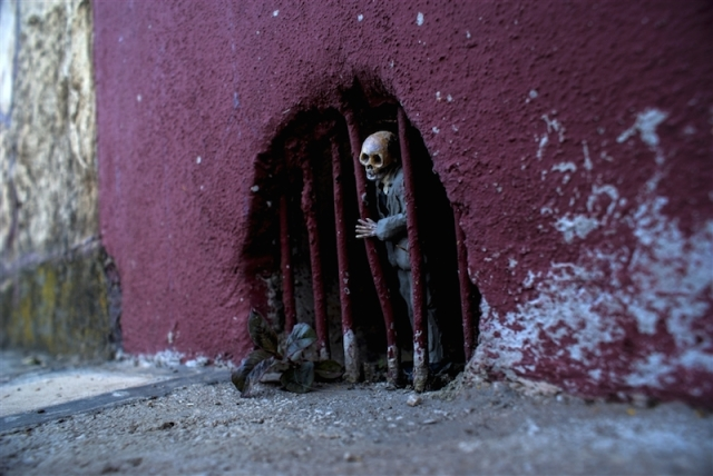 Fascinating Miniature World Isaac Cordal 13