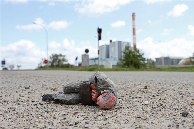 Fascinating Miniature World Isaac Cordal 3