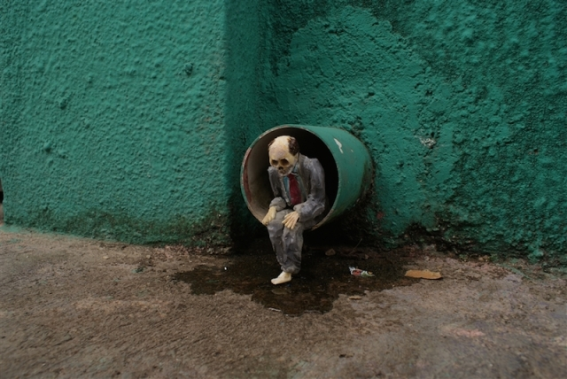 Fascinating Miniature World Isaac Cordal 4