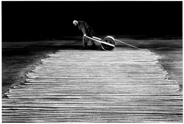 Gilbert Garcin surrealism in black and white 15