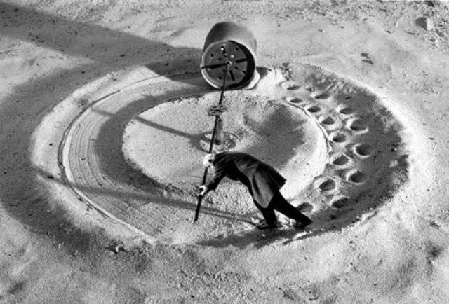 Gilbert Garcin surrealism in black and white