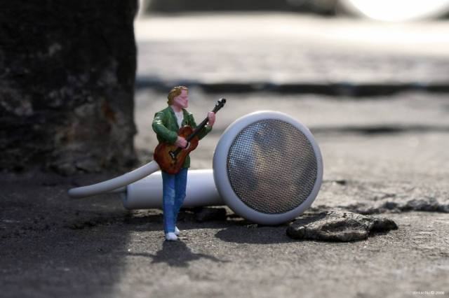 Slinkachu little people 11