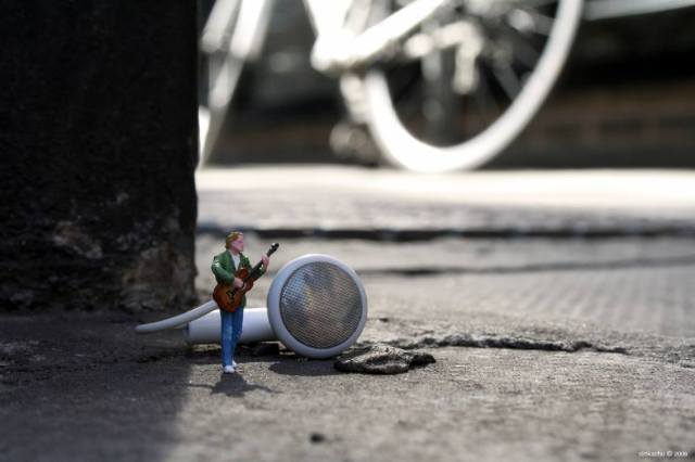 Slinkachu little people 12
