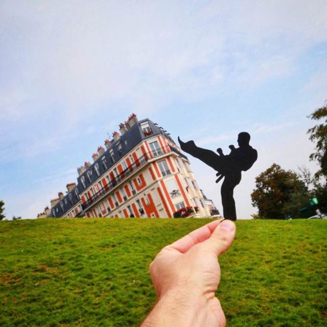 Paperboyo playing iconic landmark cutout 2