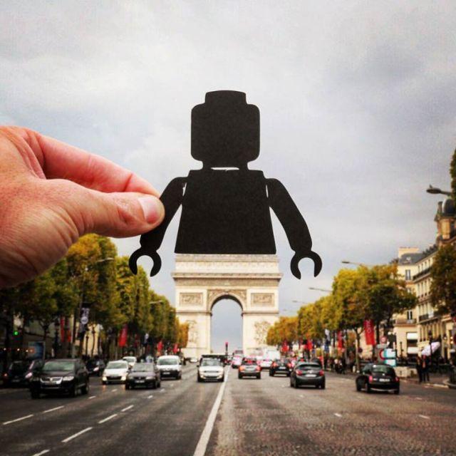 Paperboyo playing iconic landmark cutout